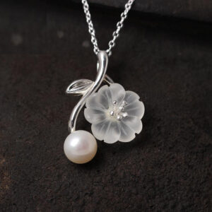 Fashion Romantic Flower Shaped Crystal Silver Pendant Necklace